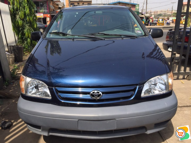 Tokunbo Toyota Sienna LE 2002 -