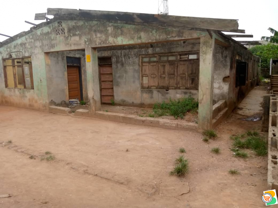 Demolishable Building on Full Plot of Land at Oju Ore OTA, Ogun (Call or Whatsapp - 08060367023)