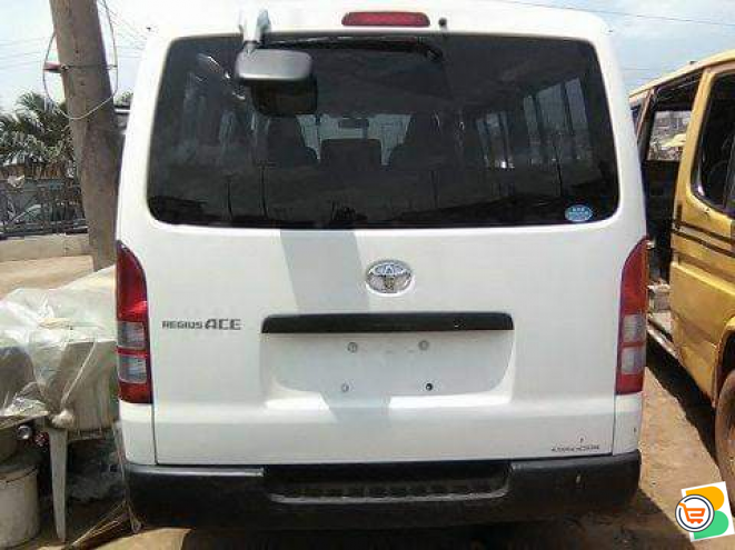 Direct tokunbo Toyota hiace bus for sale